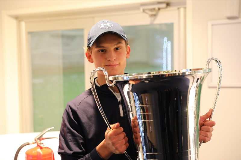 – Ullna Indoor Golf Champion